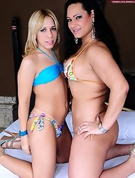 Two smoking got tranny babes fucking!
