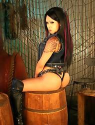 Irresistible Neveah posing her smoking body
