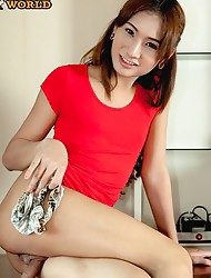 Very cool fashionable ladyboy from Cascades. She`s 21 yrs old and only been in the bar for a few months.