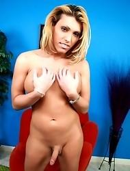 Sexy tgirl Shawna posing her perfect body