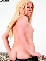 Sexy curvy blonde shemale