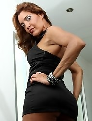 Naughty transsexual babe posing