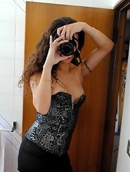 Sexy tgirl making photos of herself
