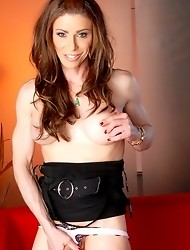 Astonishingly hot Jasmine Jewels posing her goodies