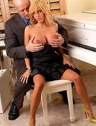 Blonde tGirl Kimber James banged
